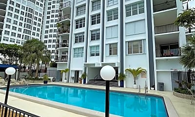 Pool, 5640 Collins Ave, 2