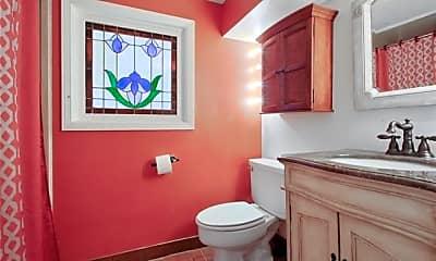 Bathroom, 400 Millaudon St, 2