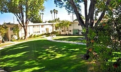 Roscoe Park Apartments, 1