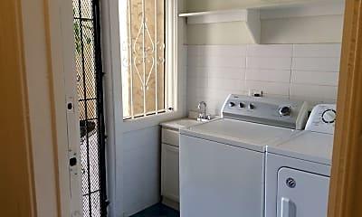Bathroom, 142 1/2 N Sycamore Ave, 2