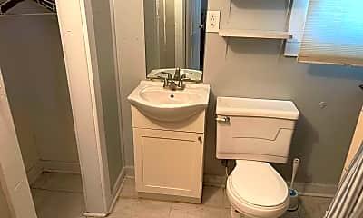 Bathroom, 315 Oak St 1, 2