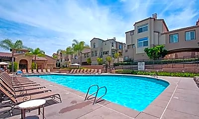 Pool, 724 Kellogg St, 2