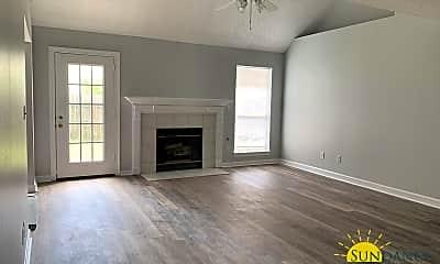 Living Room, 431 Forest Glen Pl, 1