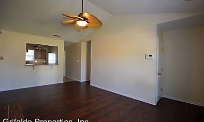 Building, 109 Live Oak Ct, 1