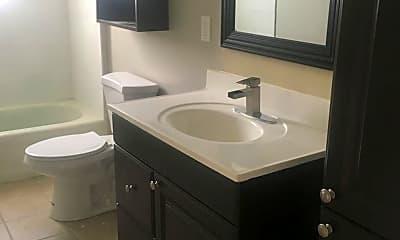 Bathroom, 1101 Grandview Ave, 2