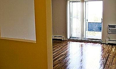 135 Quincy Avenue Apartments, 1