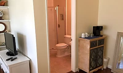 Bathroom, 3510 Columbia St, 2
