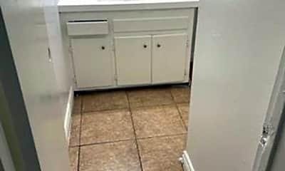 Bathroom, 671 Abbey Ln, 2