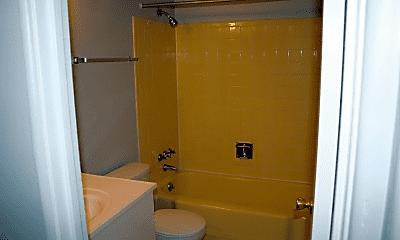Bathroom, 909 Pearl St, 2