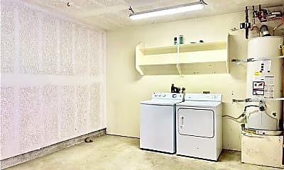 Bathroom, 688 Indian Oak Ln 104, 2