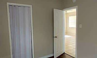 Bedroom, 809 W Warren St, 2