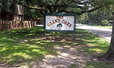 Grand Oaks, 1