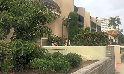 Villa Del Amo, 2