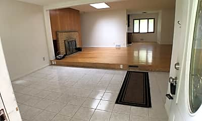 Living Room, 809 E 98th St, 0