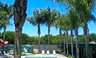 Foothill Courtyards Apartments, 1