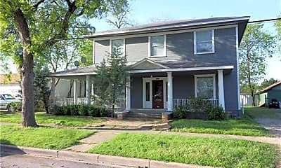 Building, 409 W Franklin St 4, 1