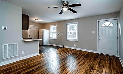 Living Room, 610 N Maple St, 1