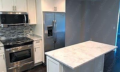 Kitchen, 637 Battery Pl, 1