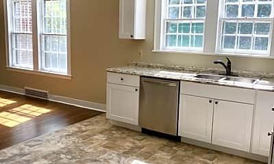 Kitchen, 2913 Sanders Dr, 2