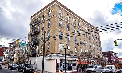 Building, 1614 Summit Ave 16, 0