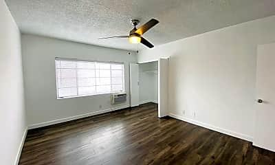 Living Room, 457 W Dryden St, 2