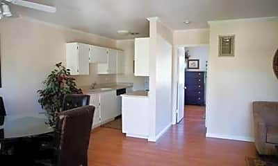 Villa Flores Apartments, 2