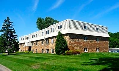 Newport Ponds Apartments, 2