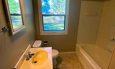 Bathroom, 5001 Holton Ave, 2