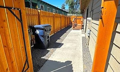 Patio / Deck, 450 NE Seward Ave, 1