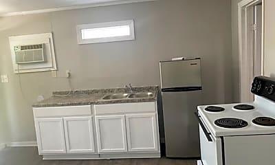 Kitchen, 902 W Lakeside Dr, 1