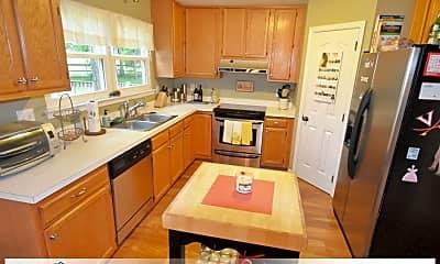Kitchen, 977 Heathland Dr, 1