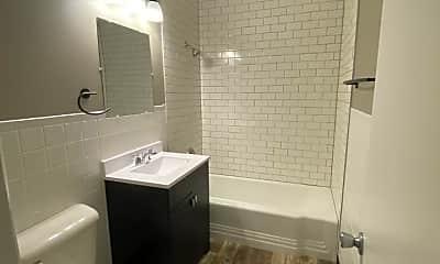 Bathroom, 6126 Havelock Ave, 2