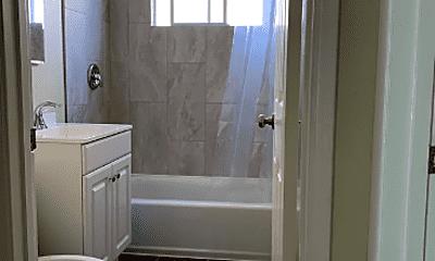 Bathroom, 104 Roxbury St, 2