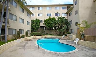 Pool, 609 N Howard Avenue, 2