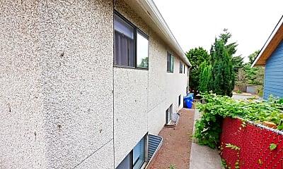 Building, 757 N 90th St, 2