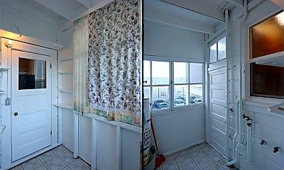 Bathroom, 726 Green St, 2
