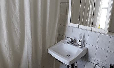 Bathroom, 1322 W Sherwin Ave, 2