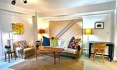 Living Room, 988 Memorial Dr, 1