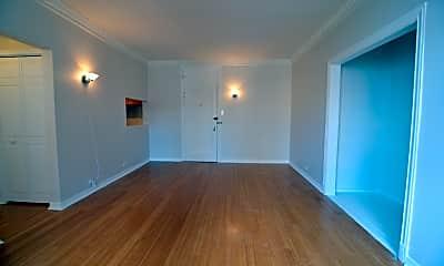 Living Room, 6101 N Sheridan Rd, 1