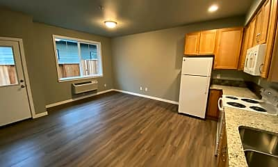 Living Room, 1023 Coburg Rd, 2