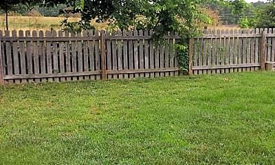 Patio / Deck, 405 W Chestnut Rd, 2