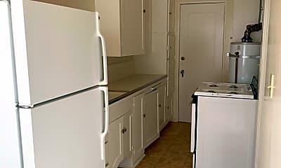 Kitchen, 433 Nutmeg St, 2