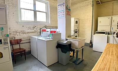 Bathroom, 6912 N Ashland Blvd, 2