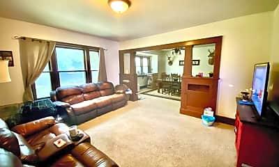 Living Room, 607 Birch St, 1