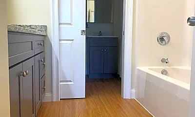 Bathroom, 62 Roxbury St, 2