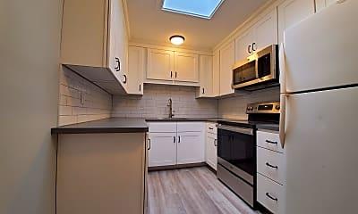 Kitchen, 444 Lafayette Rd 4, 1