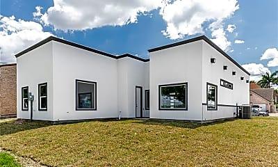 Building, 700 Lago Ct, 2