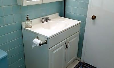 Bathroom, 3028 W Gunnison St 1, 2