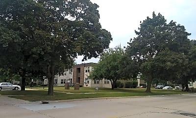 Villa West Apartments, 1