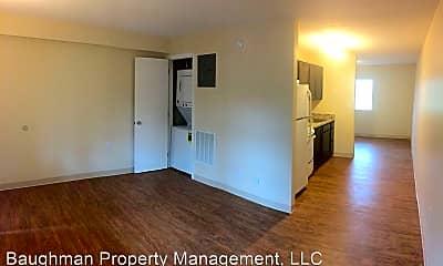 Living Room, 817 W High St, 1